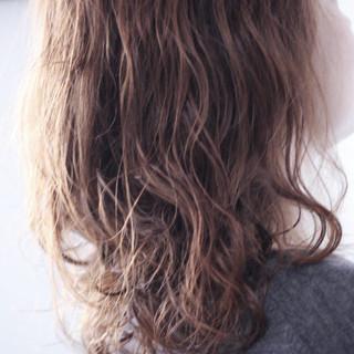 ナチュラル パーマ セミロング ゆるふわパーマ ヘアスタイルや髪型の写真・画像