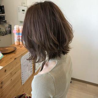 エレガント グレージュ ミルクティーグレージュ セミロング ヘアスタイルや髪型の写真・画像