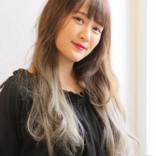 ダブルカラー ロング バレイヤージュ ミルクティー ヘアスタイルや髪型の写真・画像