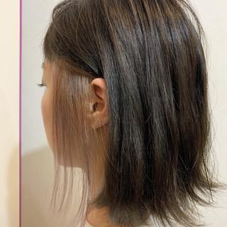 イヤリングカラー イルミナカラー ナチュラル 切りっぱなしボブ ヘアスタイルや髪型の写真・画像