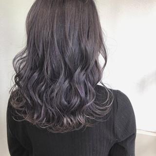 ラベンダーピンク ミディアム ラベンダーアッシュ バレイヤージュ ヘアスタイルや髪型の写真・画像