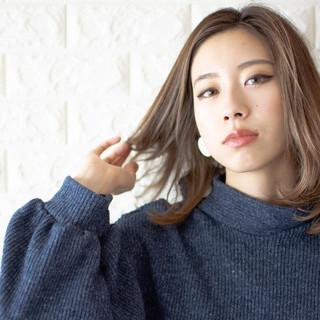 ミディアム インナーカラー 切りっぱなしボブ ナチュラル ヘアスタイルや髪型の写真・画像