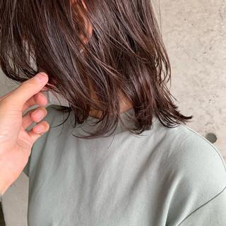 ミディアム ウルフカット 切りっぱなしボブ ウルフレイヤー ヘアスタイルや髪型の写真・画像