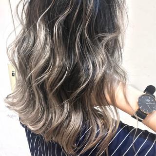 グレージュ ガーリー ローライト ミディアム ヘアスタイルや髪型の写真・画像