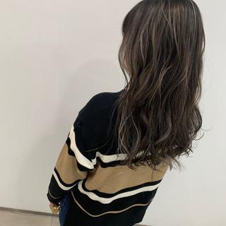 ミルクティー ストリート コントラストハイライト セミロング ヘアスタイルや髪型の写真・画像