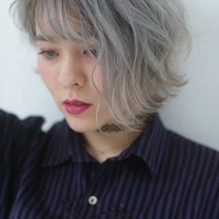 アンニュイほつれヘア 波ウェーブ 前髪あり ストリート ヘアスタイルや髪型の写真・画像