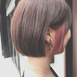 インナーカラーレッド ショート ナチュラル ショートボブ ヘアスタイルや髪型の写真・画像
