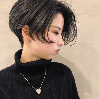 ショート アッシュグレージュ ハンサム モード ヘアスタイルや髪型の写真・画像