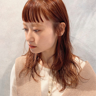 オン眉 アンニュイほつれヘア ヘアアレンジ ナチュラル ヘアスタイルや髪型の写真・画像