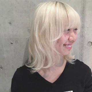 ミディアム ホワイトブリーチ ストリート 梨花 ヘアスタイルや髪型の写真・画像