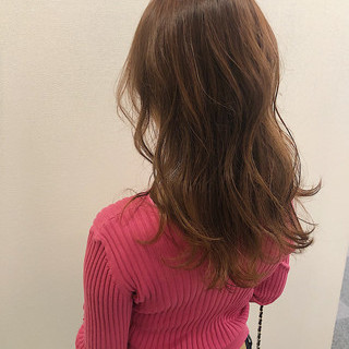 セミロング ガーリー 艶髪 ゆるウェーブ ヘアスタイルや髪型の写真・画像