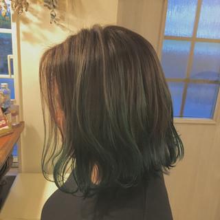 ナチュラル ハイライト ミディアム グリーン ヘアスタイルや髪型の写真・画像