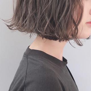 ミルクティーグレージュ アッシュグレージュ グレージュ アンニュイほつれヘア ヘアスタイルや髪型の写真・画像