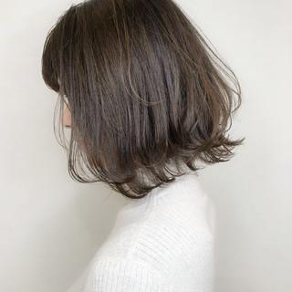 ミルクティーアッシュ デート グレージュ ミディアム ヘアスタイルや髪型の写真・画像 ヘアスタイルや髪型の写真・画像