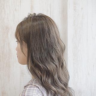 ヌーディベージュ ベージュカラー ミルクティーグレージュ ハイトーン ヘアスタイルや髪型の写真・画像