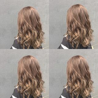 ミルクティーベージュ ヘアカラー ナチュラル アッシュ ヘアスタイルや髪型の写真・画像