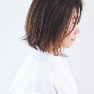 バレイヤージュ 抜け感 ボブ ストリート ヘアスタイルや髪型の写真・画像 ヘアスタイルや髪型の写真・画像