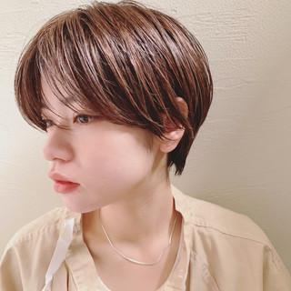 ハイトーン シースルーバング 大人かわいい ショート ヘアスタイルや髪型の写真・画像
