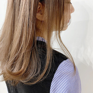ミルクティーブラウン ミディアム ミルクティーベージュ ミルクティー ヘアスタイルや髪型の写真・画像