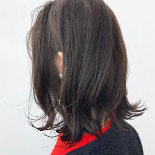 グレージュ 外ハネボブ ナチュラル デート ヘアスタイルや髪型の写真・画像