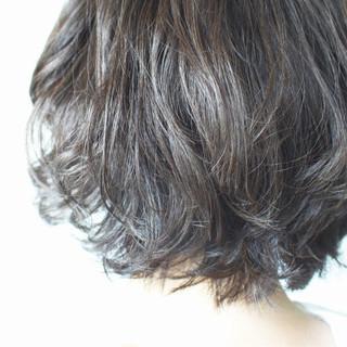 ボブ グレージュ パーマ ナチュラル ヘアスタイルや髪型の写真・画像