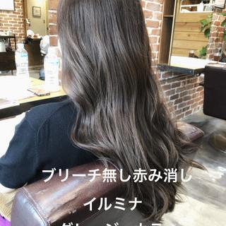 アッシュグレージュ デジタルパーマ イルミナカラー ナチュラル ヘアスタイルや髪型の写真・画像