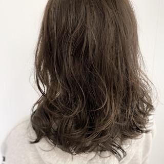 セミロング デジタルパーマ ナチュラルデジパ ナチュラル ヘアスタイルや髪型の写真・画像