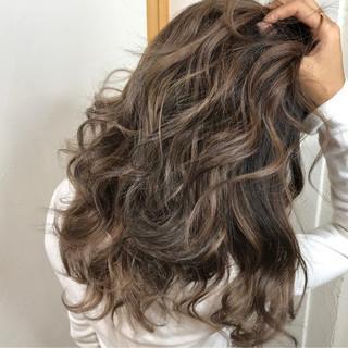 外国人風 ナチュラル うる艶カラー セミロング ヘアスタイルや髪型の写真・画像