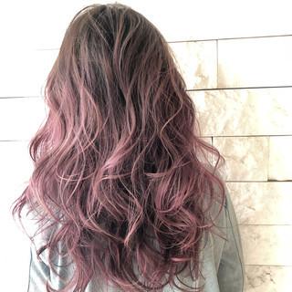 ヘアアレンジ グラデーションカラー 巻き髪 セミロング ヘアスタイルや髪型の写真・画像