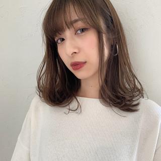 ミディアム デート オフィス ナチュラル ヘアスタイルや髪型の写真・画像