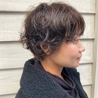 パーマ ショートヘア ゆるふわパーマ ナチュラル ヘアスタイルや髪型の写真・画像