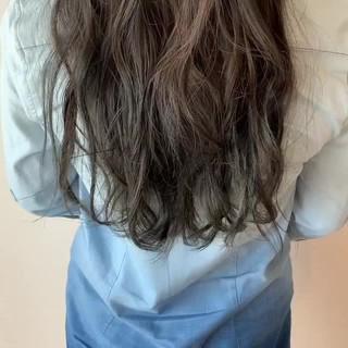 透明感カラー ゆるふわ グレージュ ロング ヘアスタイルや髪型の写真・画像
