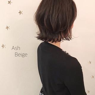 ナチュラル ミディアム アンニュイほつれヘア ミディアムレイヤー ヘアスタイルや髪型の写真・画像
