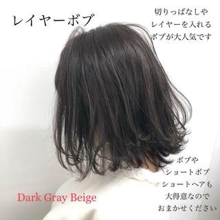 ボブ アッシュグレージュ 暗髪 ウェーブ ヘアスタイルや髪型の写真・画像