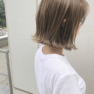切りっぱなしボブ ミニボブ ナチュラル ハイトーンカラー ヘアスタイルや髪型の写真・画像