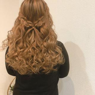 フェミニン 結婚式 ハーフアップ ヘアセット ヘアスタイルや髪型の写真・画像