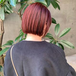 ショートボブ ミニボブ ストリート 切りっぱなしボブ ヘアスタイルや髪型の写真・画像