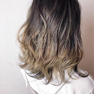 ストリート ゆるふわ グラデーションカラー セミロング ヘアスタイルや髪型の写真・画像