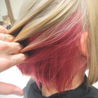 ホワイトアッシュ インナーカラー ショート ストリート ヘアスタイルや髪型の写真・画像