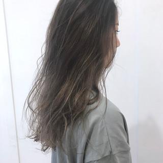 モード セミロング アッシュ ハイトーンカラー ヘアスタイルや髪型の写真・画像