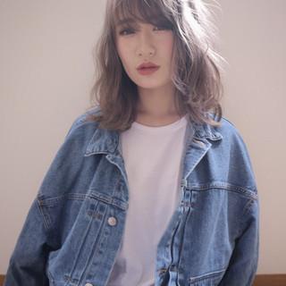 外国人風フェミニン ミディアム ナチュラルベージュ 外国人風カラー ヘアスタイルや髪型の写真・画像