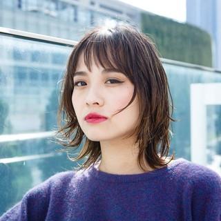 ミディアム コンサバ 似合わせ ウルフカット ヘアスタイルや髪型の写真・画像