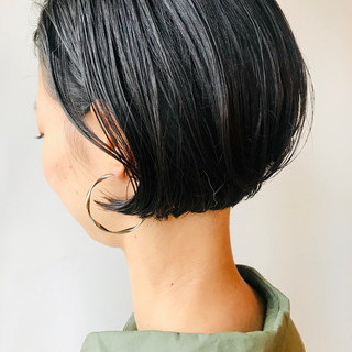 モード ボブ 耳かけ 黒髪 ヘアスタイルや髪型の写真・画像