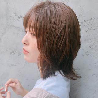 レイヤーカット ミディアム アンニュイほつれヘア ウルフカット ヘアスタイルや髪型の写真・画像