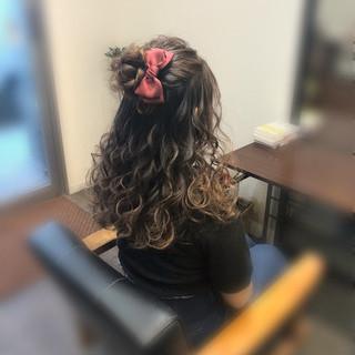 ハーフアップ セミロング ガーリー お団子アレンジ ヘアスタイルや髪型の写真・画像