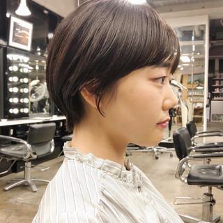 ショートヘア ナチュラル ショート 切りっぱなしボブ ヘアスタイルや髪型の写真・画像