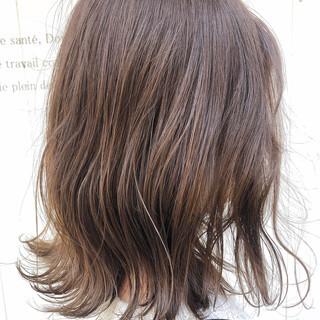 ミディアム エレガント インナーカラー ショートボブ ヘアスタイルや髪型の写真・画像