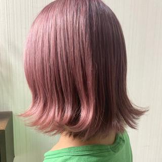 ショートボブ ラベンダーピンク アンニュイほつれヘア ナチュラル ヘアスタイルや髪型の写真・画像