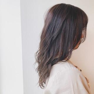 オフィス 透明感カラー 暗髪 セミロング ヘアスタイルや髪型の写真・画像