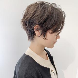 ナチュラル ショートパーマ アッシュグレージュ ハンサムショート ヘアスタイルや髪型の写真・画像